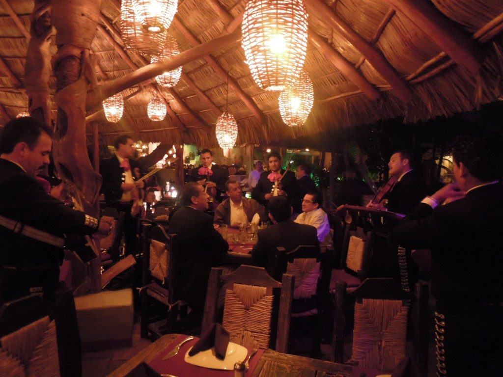 En la cena de gala de la Expo México Funerario